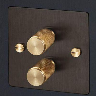 _0002_metal light switch